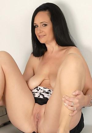 Mature Saggy Tits Porn Pictures
