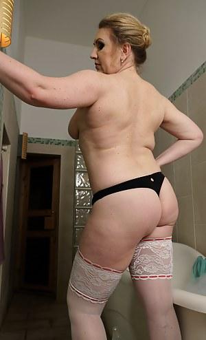 Mature Bathroom Porn Pictures
